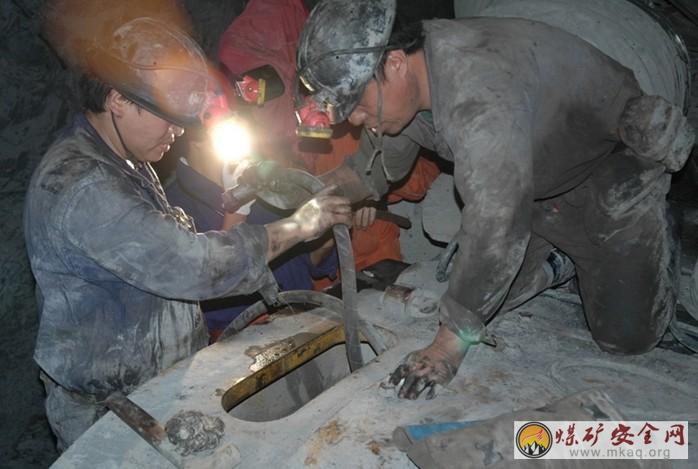 攀煤花山矿机电科清查设备保安全