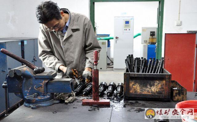 """陕煤化澄合铁运分公司强化设备保养 确保安全""""过冬"""""""