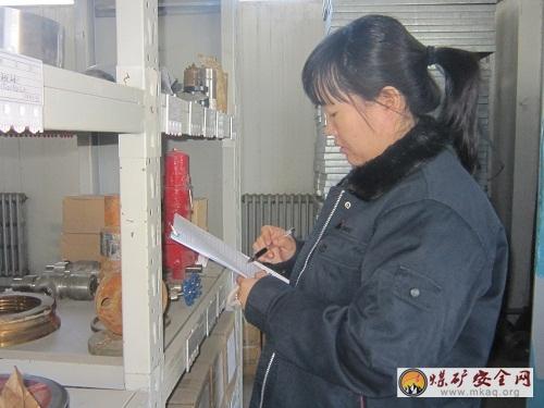 轻的放上面,干,湿分开,危化品单独存放的原则确保库房标准化管理,精细