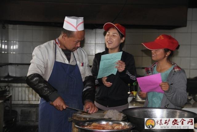 陕西澄合煤化实业王村社区关注H7N9禽流感 开展预防禽流感志愿者零距离宣传行动