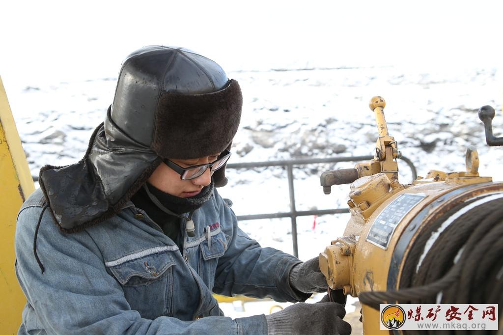 神华北电胜利能源公司加大冬季设备保养确保安全运行